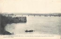 CPA 49 Maine Et Loire Champtoceaux Le Vieux Moulin à L'arrière Plan Le Grand Pont De 800 Mètres Artaud Et Nozais Nantes - Champtoceaux