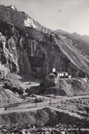 CPSM 10X15 . ITALIE . CARRARA  . Una Cava Di Marmo (Verticale) - Carrara
