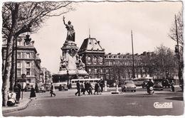 Paris: RENAULT FRÉGATE, 4CV, PANHARD DYNA Z, SCOOTERS, PEUGEOT 403, CITROËN 2CV, AUTOBUS - Place De La République - Voitures De Tourisme
