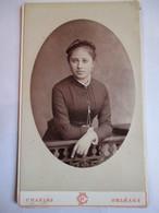 Photographie CDV - Fin XIX ème - Belle Jeune Femme Au Balcon - 1884 - Photo Charles, Orléans   T BE - Photographs