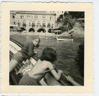 Jeune Fille Enfant Girl Kid Fille Bateau Tourisme Sud Mer Ocean Port à Situer Identifier Beauty Italie ? Oblique - Anonymous Persons