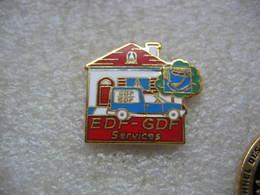 Pin's De Couleur Rouge EDF-GDF Services - EDF GDF