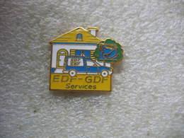 Pin's De Couleur Jaune EDF-GDF Services - EDF GDF