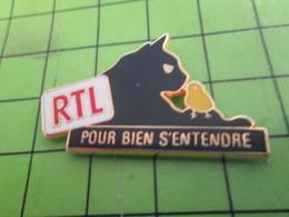815C Pin's Pins / Rare & De Belle Qualité : THEME MEDIAS / RADIO RTL POUR BIEN S'ENTENDRE POUSSIN JAUNE - Médias