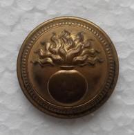 - Ancien Bouton Militaire. A La Grenade - - Buttons