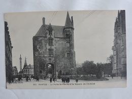 Nantes - La Porte St-Pierre Et Le Square De L'Evêché Ref 2029 - Nantes