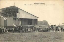 80 - PERONNE Aviation - L'escadrille Militaire De Maubeuge Visite Le Hangar En Construction - Avion Monoplan TOP - Peronne