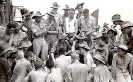WWII Los Negros Soldats RAAF Hygiene Tropicale Officier Medical Ancienne Photo 1944 - War, Military