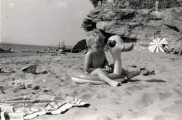 Photo Originale Jeu & Jouet - Plage Et Baignade En Loire-Atlantique Mais Pas Sans La Bouée Canard Vers 1970 Pêcherie KO - Objects