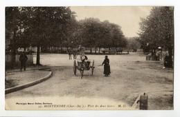CPA 17 MONTENDRE Place Des Deux Gares , Animées - Montendre
