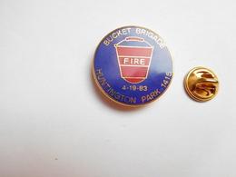 Superbe Pin's En EGF , Pompiers SP , Fire , Bucket Brigade Huntington Park 1415 - Bomberos
