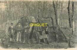 Dépt. 58 , Les Charbonniers En Forêt, Beau Plan Des Charbonniers Avec Leurs Outils, Vieille Meule à Eau... - France