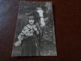 B706   Bambina Con Fiori Cavallo Cm14x9 Viaggiata - Bambini