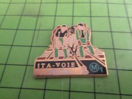 1012c Pin's Pins / Rare & De Belle Qualité : THEME TRANSPORTS / 1993 CONSTRUCTION LIGNE METRO M1 ITA-VOIE JULITA - Animaux