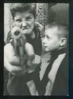 Foto *William Klein* Titulo *Minigang, New York 1954* Éditions Du Désastre. Escrita. - Escenas & Paisajes