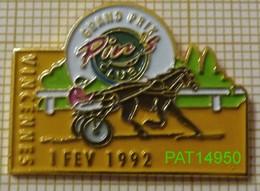 HIPPODROME DE VINCENNES GRAND PRIX  PIN'S CLUB 1992 PMU COURSES HIPPIQUES - Games