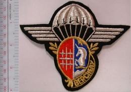 France Armée De Terre 1er Régiment De Hussards Parachutistes 1er RHP Indochine French Army 1st Hussard RGT Indochina - Ecussons Tissu