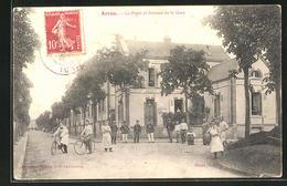 CPA Arrou, La Poste Et Avenue De La Gare - Non Classés