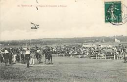 DONVILLE - Le Champ De Couses Et La Pelouse. - France