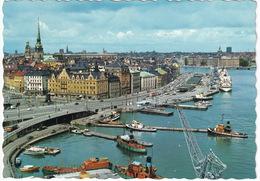 Stockholm - Skeppsbron: FISHING-BOATS, PASSENGER-SHIPS, HARBOUR-CRANE - Zweden