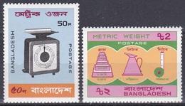 Bangladesch Bangladesh 1983 Norm Metrisches System Waage Scale Gewichte Weights Kanne Pot Maßband, Mi. 177-8 ** - Bangladesch