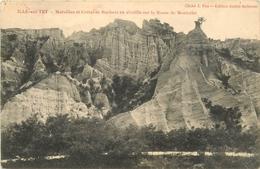 ILLE SUR TET MURAILLES ET CRETES DE ROCHERS EN AIGUILLE SUR LA ROUTE DE MONTALBA - France