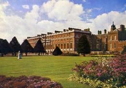 Hampton Court Palace Middlesex The Palace From The North East - Formato Grande Viaggiata Mancante Di Affrancatura – E 9 - Cartoline