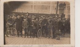 92 - COURBEVOIE - CARTE PHOTO - USINE DELAGE - SORTIE DES OUVRIERS - Courbevoie