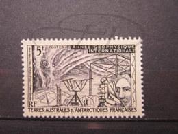 VEND BEAU TIMBRE DES T.A.A.F. N° 8 , X !!! - Unused Stamps