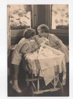 - CPSM S. M. LA REINE ASTRID - Ses 3 Enfants - - Familles Royales