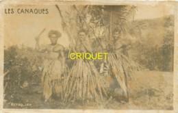 Nouvelle Calédonie, Carte Photo De 3 Canaques En Tenue Traditionnelle, Beau Document - Nouvelle Calédonie
