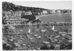 CANNES - N° 6570 - LE PORT ET LA CROISETTE - TIMBRE DECOLLE - CPSM GF VOYAGEE - Cannes
