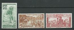 MADAGASCAR 1942 . Poste Aérienne N°s  41 , 42 Et 43 . Neufs * (MH) - Airmail