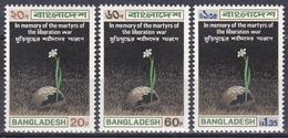 Bangladesch Bangladesh 1973 Geschichte History Befreiungskrieg Relief Märtyrer Martyrs Blumen Flowers Helm, Mi. 19-1 ** - Bangladesch