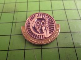 1218B Pins Pin's / Rare & Belle Qualité THEME SPORTS / CYCLISME VELO ROUE CLUB PEZENAS CYCLOTOURISTE VETETISTE - Radsport