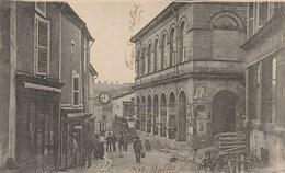 CPA 88 (Vosges) DARNEY / LA RUE DE LA REPUBLIQUE / LES HALLES / ANIMEE - Darney