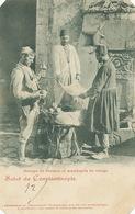 Groupe De Persans Et Marchands Coings Constantinople Persian And Quince Vendors Postcartoglob Cuts Corners Albanais - Iran