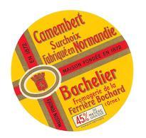 ETIQUETTE FROMAGE    CAMEMBERT NORMANDIE - BACHELIER  LA FERRIERE BOCHARD - - Cheese