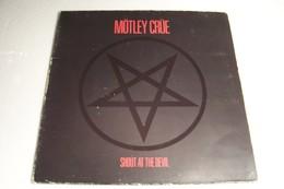 MOTLEY  CRUE  - SHOUT AT THE DEVIL - DISQUE  VINYLE  33 T  -( Année 1983) - - Hard Rock & Metal