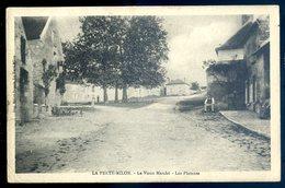 Cpa Du 02  La Ferté Milon -- Le Vieux Marché --  Les Platanes      YN47 - France