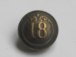 Ancien Bouton Militaire - Bombé -  N° 18   **** EN ACHAT IMMEDIAT **** - Boutons