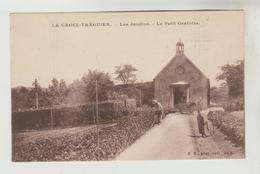 CPSM TREGUIER (Côtes D'Armor) - LA CROIX : Les Jardins, Le Petit Oratoire - Tréguier