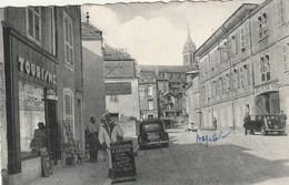 CPA 52 (Haute Marne) BOURBONNE Les BAINS / LA RUE DES BAINS / ANIMEE - Bourbonne Les Bains