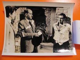 Photo O.R.T.F. - LINO VENTURA : LE GORILLE VOUS SALUE BIEN  - Format : 18 X 13 Cm - Célébrités