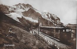 JUNGFRAUBAHN → Zugkomposition Vor Dem Jungfraumassiv Mit Berggängerin Ca.1930 - BE Bern