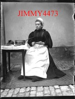 Plaque Photo De Verre - Joséphine Blanc, épluchant Des Légumes En 1896, Vonnas 01 Ain - Scans Négatif-Positif - Plaques De Verre