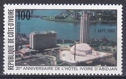Elfenbeinküste Ivory Coast Cote D'Ivoire 1983 Wirtschaft Economy Tourismus Tourism Hotels Bauwerke, Mi. 798 ** - Côte D'Ivoire (1960-...)