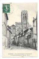 SOISSONS  (cpa 02)  Vue D'ensemble De La Cathédrale Et Rue De L'Echelle Du Temple - Soissons