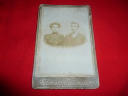 Foto Su Cartoncino Formato Gabinetto Coppia Innamorati - Persone Identificate