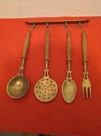 Ensemble D'utensiles Ancien De Cuisine De Décoration - Other Collections